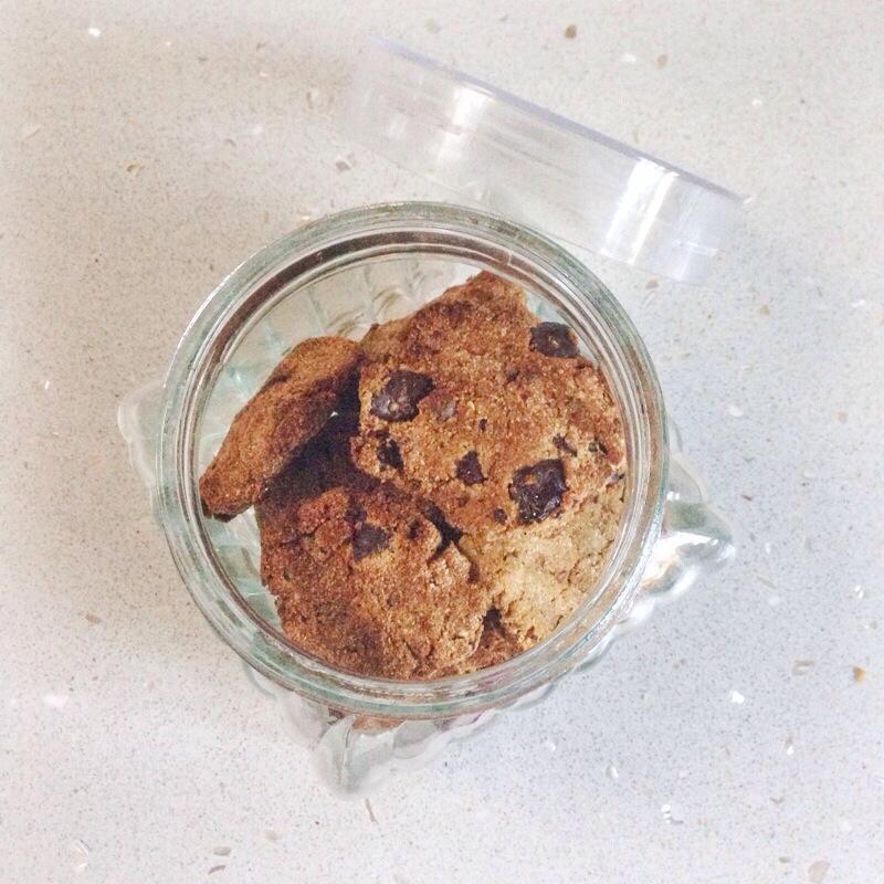 Healthy, sugar free choc chip cookie recipe at www.amirankin.com